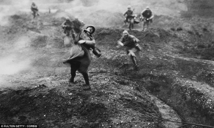 un-soldat-francais-touche-lors-dune-offensive-a-verdun